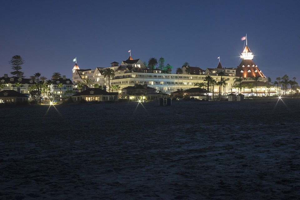 Hotel-Del-From-Beach-at-Night-DSC00008s.jpg